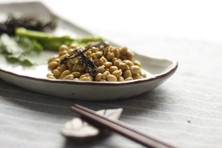 納豆を飽きずに食べ続けるには麵つゆとその他香辛料を組み合わせるといい